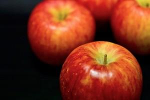 満月の夜にリンゴで両思いになれるおまじない