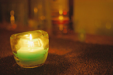 上弦の月の夜からジャンボキャンドルで結婚という「大きな願いを叶える術」