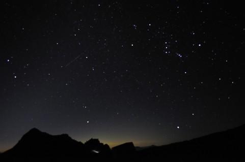 流星に願いをいう、願いが叶うおまじない【流れ星のおまじない】と星に願いをかけるおまじない