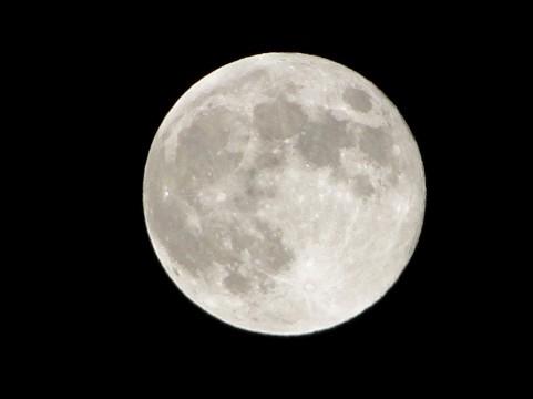 満月の夜に赤いろうそくで復活愛