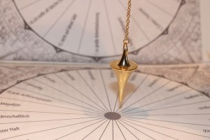 pendulum-242740_640