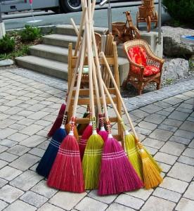 brooms-898194_640