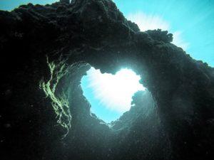 海中洞窟のブルーハートで復縁待ち受け