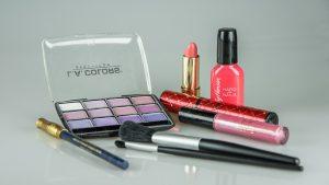 make-up-1180036_640
