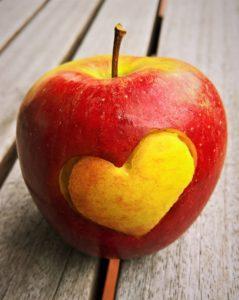 ハートのりんごで恋が叶う待ち受け
