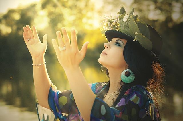 タモリさん、美輪さん、人間ケーキ…芸能人の運気が上がる待ち受け画像、スマホの壁紙